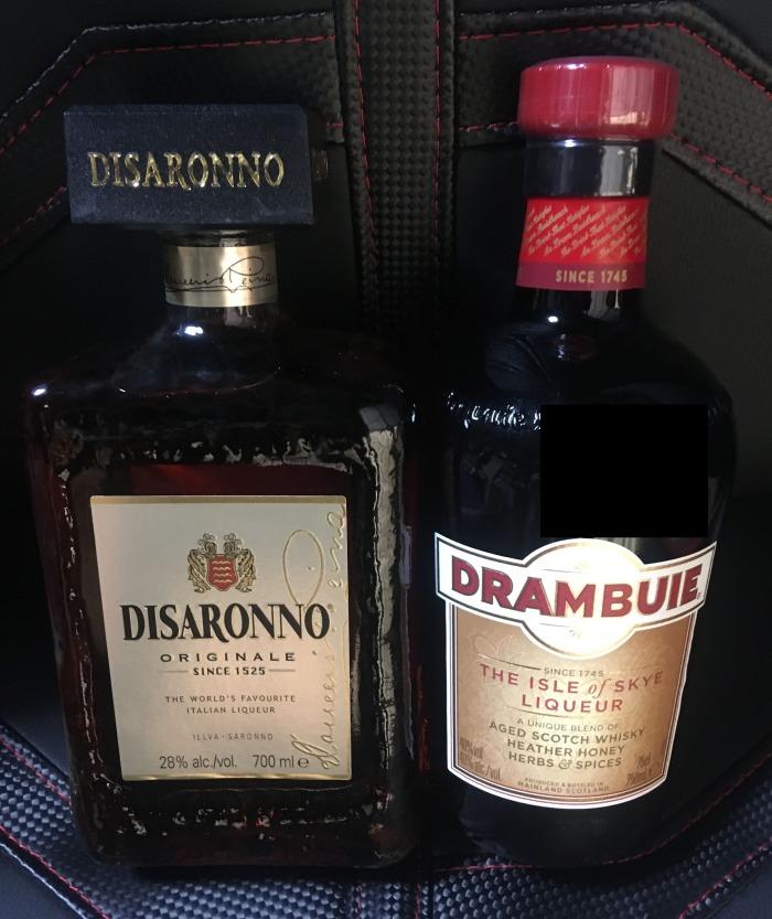 ウィスキーベースのカクテルを生まれてはじめて作る。ドランブイとアマレット(ディサローノ)